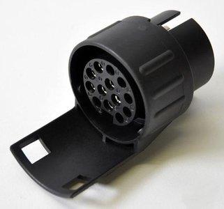 Adapter van 7 naar 13 polig kunststof zwart.