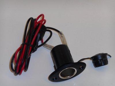 Sigarettenaanstekerdoos, inbouw + zekering en kabel.