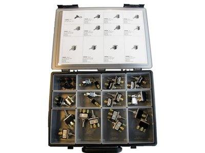 Schakelaars metaal, 22 stuks, assortiment.